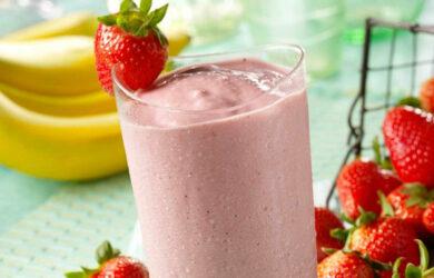 strawbery almond milk smoothie