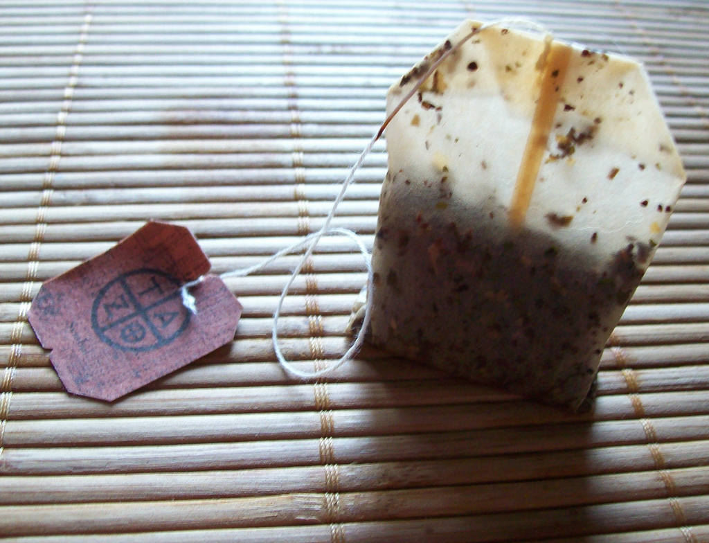 You are throwing away used tea bags best herbal health - Uses for tea bags ...
